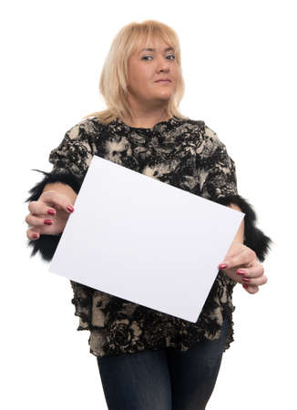 hoja en blanco: Smiling young woman portrait with blank white banner, board on white isolated . Female model with blonde hair.