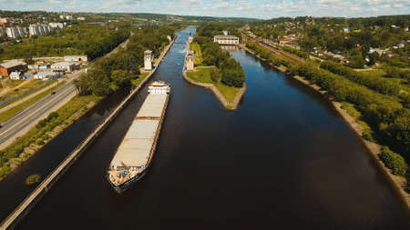 Sluice Gates on the River. Aerial view barge, ship in the river gateway. River sluice construction, water river gateway. Shipping channel. Banque d'images