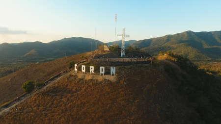 코른시의 표시는 유명한 관광지 인 언덕에 있습니다. 공중보기 : 가톨릭 십자가 언덕, 산 Coron, 필리핀, 팔라완 Busuanga에 산. 여행 컨셉입니다. 스톡 콘텐츠