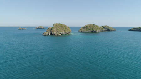 Aerial view of Small islands with beaches and lagoons in Hundred Islands National Park, Pangasinan, Philippines. Famous tourist attraction, Alaminos. 스톡 콘텐츠