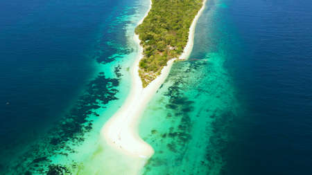 Travel concept: sandy beach on a small island Little Santa Cruz by coral reef atoll from above. Zamboanga, Mindanao, Philippines. Summer and travel vacation concept. Standard-Bild - 156990612