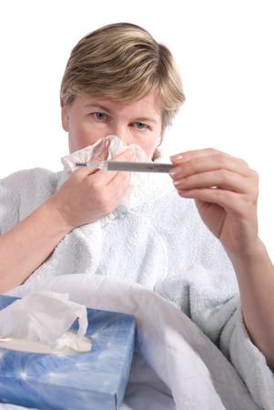 infective: mujer enferma soplar la nariz