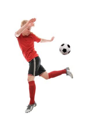 sportsman: Jugador de f�tbol patear la pelota aislada en blanco