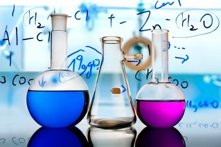 material de vidrio: equipos de un laboratorio de investigaci�n