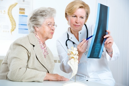 prescribe: Doctor and patient discussing scan results in diagnostic center