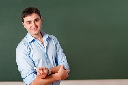 educadores: estudiante o el profesor sonriendo en la pizarra Foto de archivo