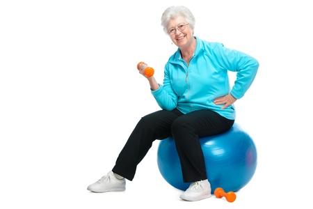 Felice donna senior fare fitness con manubri Archivio Fotografico