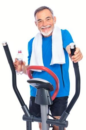 men exercising: Hombre atractivo principal en el club de la salud, el ejercicio de paso a paso Foto de archivo