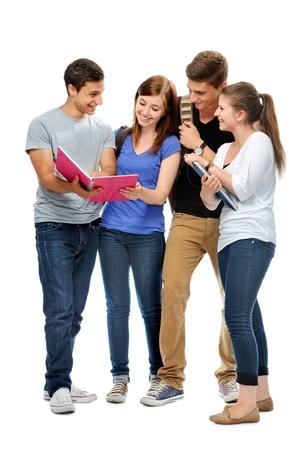 jovenes estudiantes: grupo de los estudiantes universitarios sobre un fondo blanco