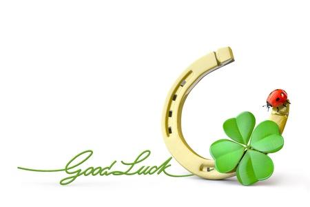 buena suerte: Símbolos de suerte: de herradura, trébol de cuatro hojas y la mariquita Foto de archivo