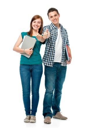 jovenes estudiantes: estudiantes de pie juntos y mostrando los pulgares para arriba