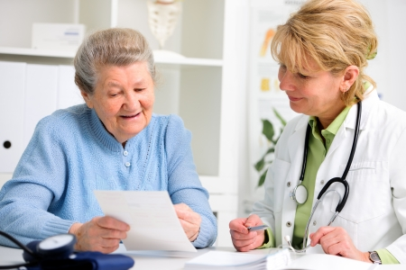 doctor's office: doctor talking to her female patient at office Stock Photo