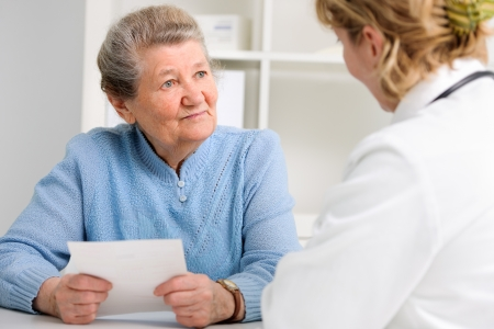 doctor explaining diagnosis to her female patient Stock Photo - 20921537