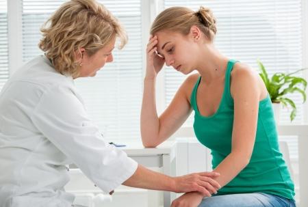 explaining: doctor explaining diagnosis to her female patient Stock Photo
