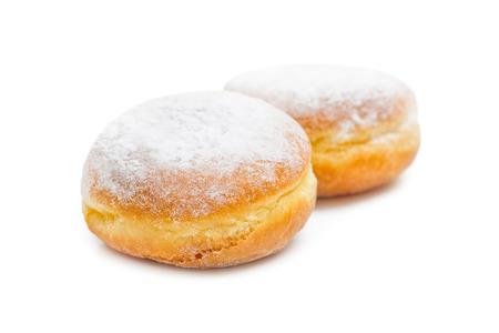 白の背景に分離された 2 つのおいしいドーナツ