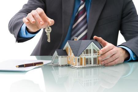 agente comercial: Signos Man acuerdo de compra de una casa Foto de archivo