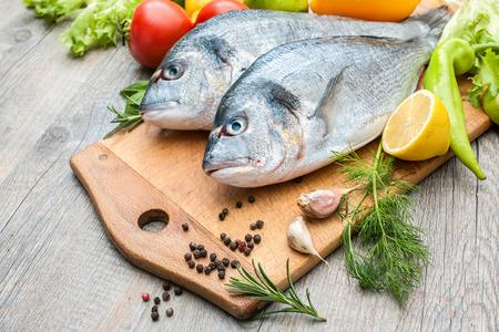 신선한 생선 gilthead은 도마를 도미 스톡 콘텐츠