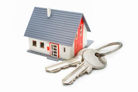 Huis met sleutels, huis kopen, eigendom of veiligheid concept