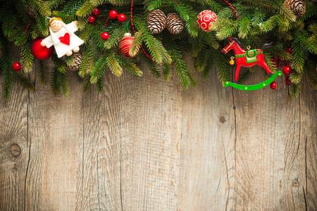 weihnachtsschleife: Vintage-Weihnachtsschmuck in alten Holz-Hintergrund