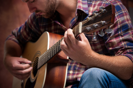 close up of a male musician playing acoustic guitar Stockfoto