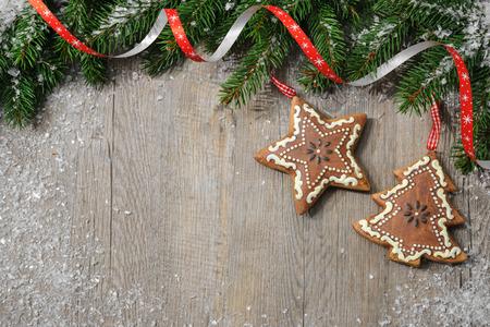 weihnachtsschleife: Weinlese-Weihnachtsschmuck in alten h�lzernen Hintergrund Lizenzfreie Bilder