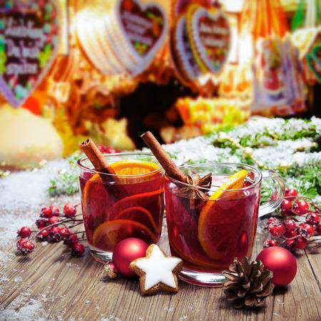 Two glasses of  mulled wine on german christkindl markt Standard-Bild