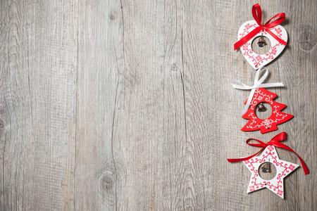 Décoration de Noël Vintage sur le vieux fond en bois Banque d'images - 33124012
