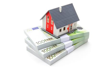 家計貯蓄と不動産投資の概念を構築 写真素材