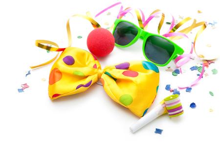 Kleurrijke carnaval achtergrond met strepen en masker