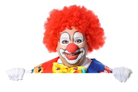 clown cirque: Clown avec tableau blanc isolé sur blanc