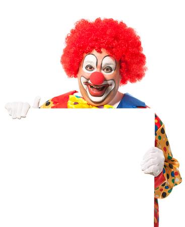 nariz roja: Payaso con la tarjeta en blanco aislado en blanco Foto de archivo