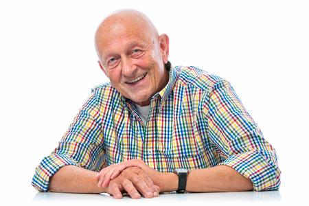 Portret van een gelukkige senior man die lacht geïsoleerd op wit Stockfoto