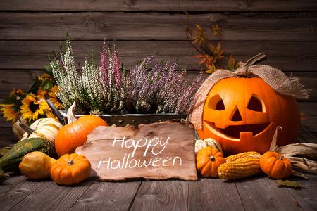 dynia: Halloween martwa natura z dyni i Halloween tekst wakacyjne Zdjęcie Seryjne