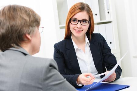 Stellenbewerber mit einem interview Standard-Bild - 37885313