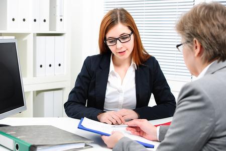 entrevista de trabajo: Tener una entrevista de solicitante de empleo