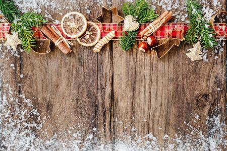 weihnachtskuchen: Backen-Konzept-Hintergrund mit Gew�rzen und Utensilien f�r Weihnachtspl�tzchen