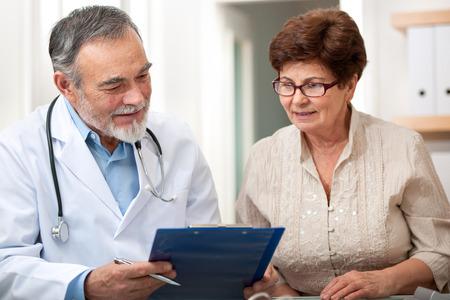 醫療保健: 醫生說他的女病人高層在辦公室