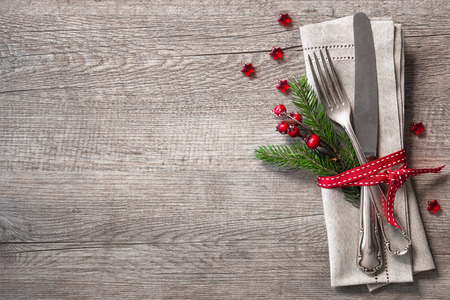 Christmas table place setting with christmas pine branches,ribbon and bow. Christmas holidays background Standard-Bild