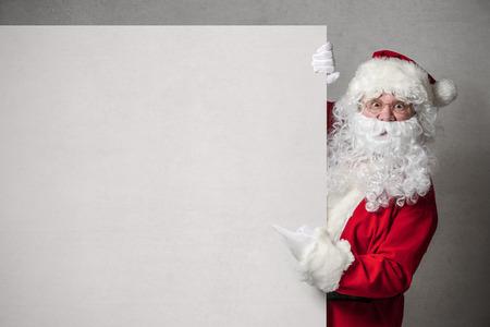 Weihnachtsmann in leeren Zeichen Standard-Bild - 44719463