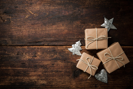 Christmas gift boxes and decoration over grunge wooden background Foto de archivo