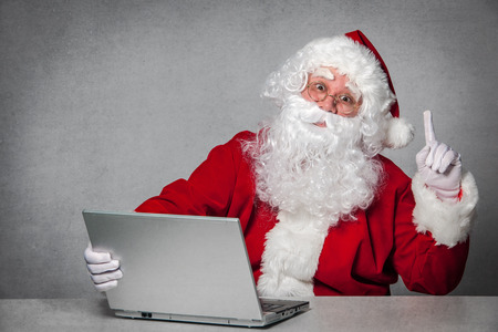 Santa Claus working with the laptop computer 스톡 콘텐츠