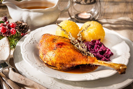 crust crusty: Crusty Christmas goose leg with braised red cabbage and dumplings