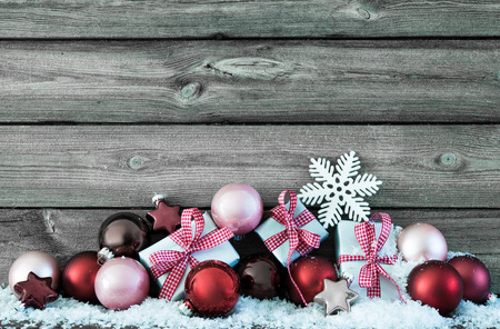 Christmas composition with colorful balls and gift boxes on snow Stockfoto