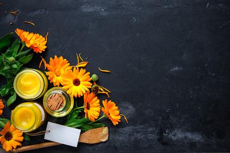 Zelfgemaakte calendula zalf en olie