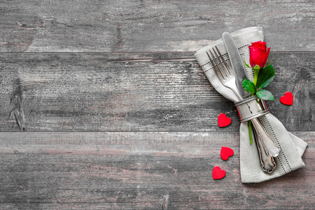 red roses: Valentines day table place setting. Holidays background Stock Photo