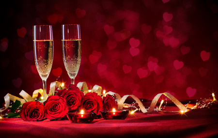 red rose: Valentines day background with champagne and roses