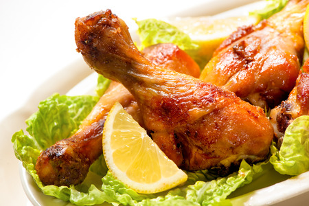 pollo a la brasa: Grilled chicken legs and vegetables