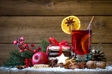 mulled: Christmas mulled wine with oranges and spices Stock Photo