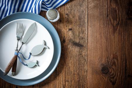 Sea food couvert op een houten tafel met een kopie ruimte. Menu kaart voor restaurants Stockfoto