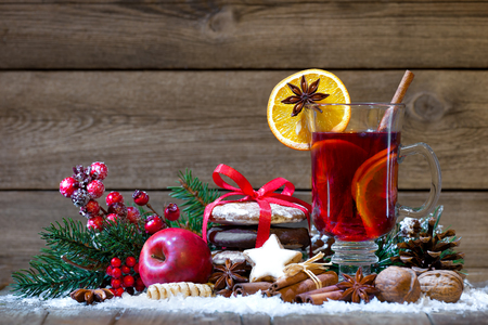 wine background: Christmas mulled wine with oranges and spices Stock Photo
